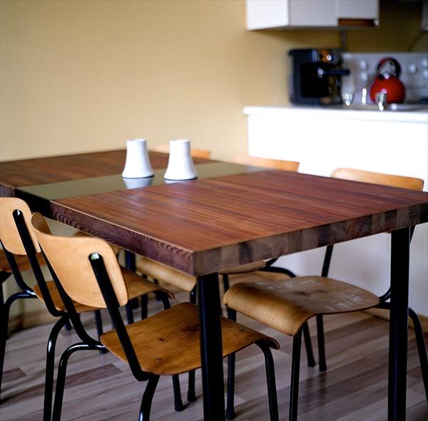 Деревянный стол после реконструкции