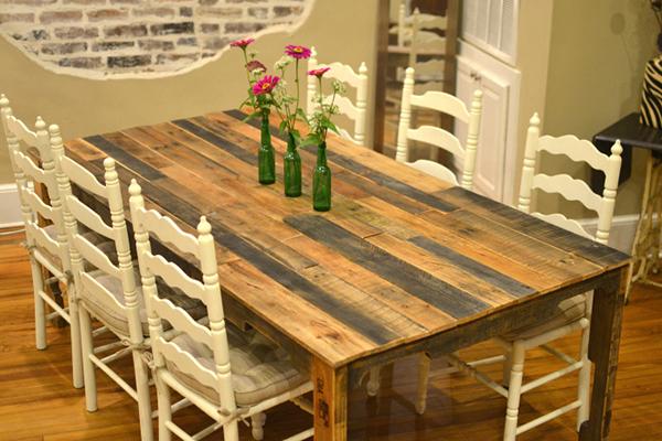 Обеденный стол из брусков разных пород дерева