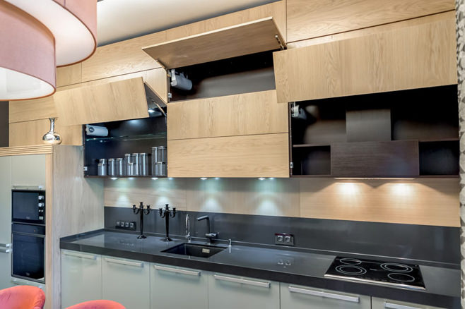 Красивое оформление интерьера кухни-столовой