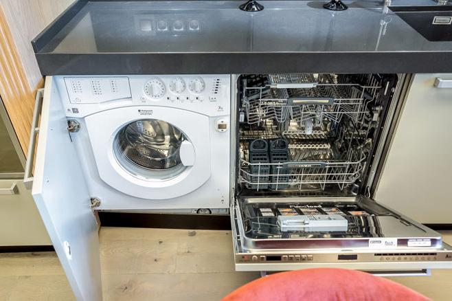 Встроенные стиральная и посудомоечная машины в кухонный гарнитур