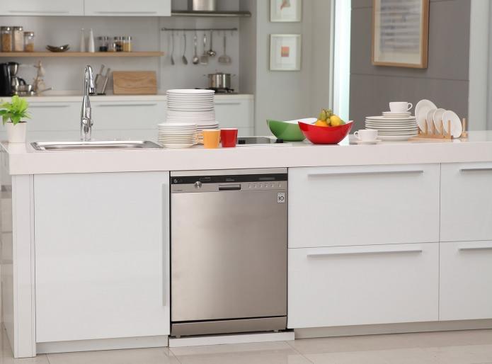 Посудомоечная машина, встроенная в кухонный остров