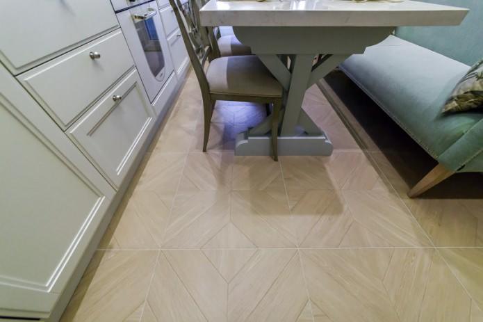 Напольное покрытие из керамогранита в интерьере кухни