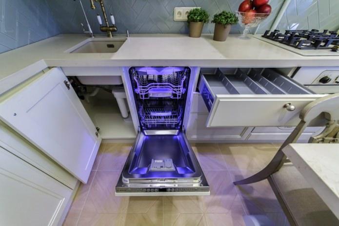 Внутренняя подсветка встроенной посудомоечной машины