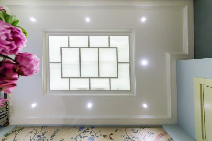 Точечная подсветка потолочного витража