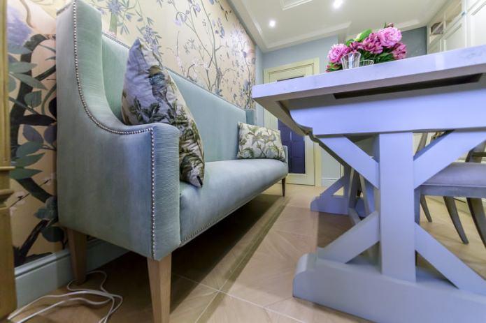 Детали интерьера: деревянные ножки обеденного стола