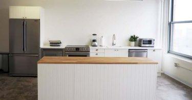 Дизайн интерьера кухни студии в современном стиле