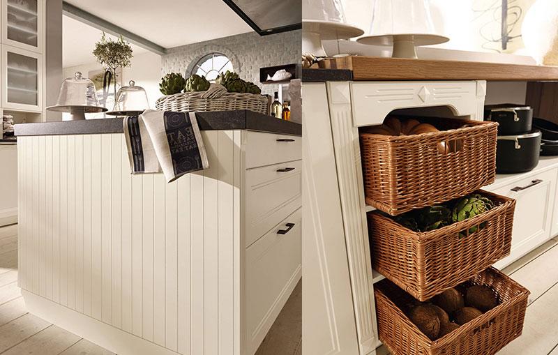 Плетёные корзины на полках в дизайне интерьера кухни в классическом стиле