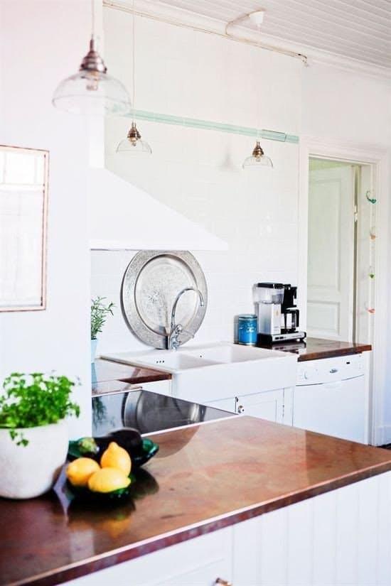Дизайн кухни с медью: уникальные столешницы