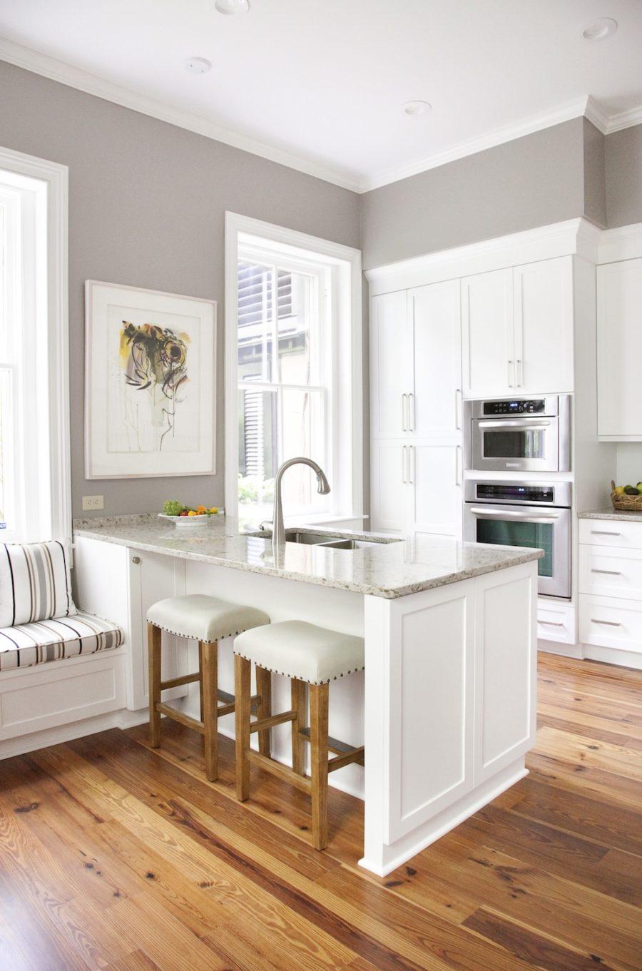 Дизайн кухни с полуостровом - встроенная раковина