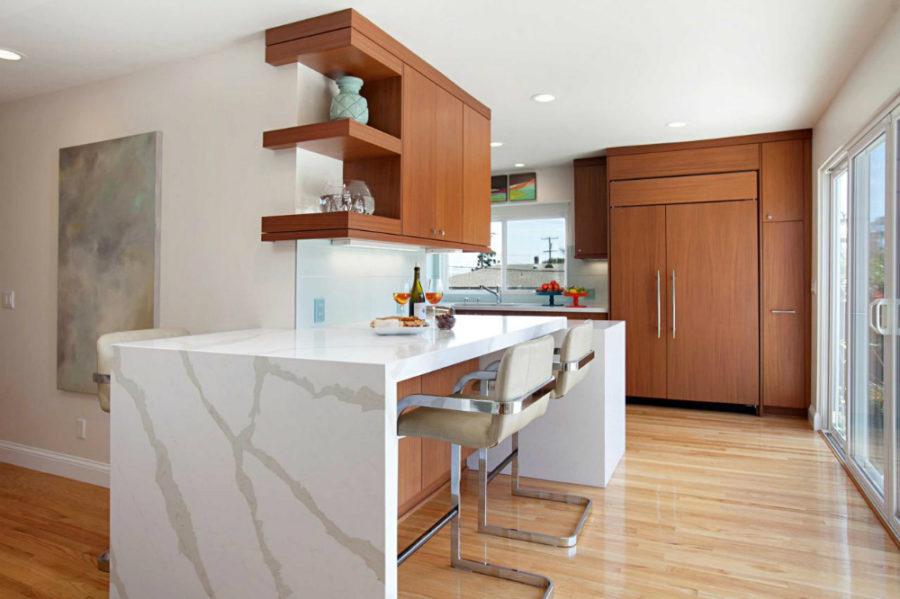 Дизайн кухни с полуостровом. Фото 1