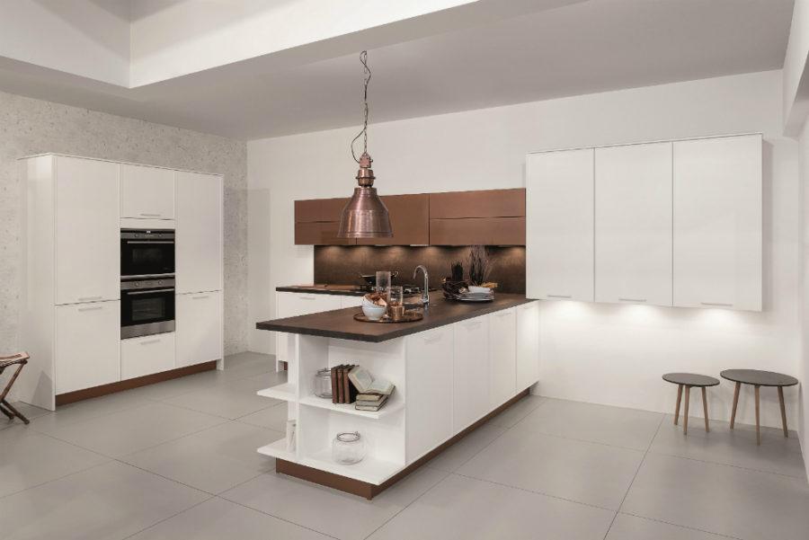 Дизайн кухни с полуостровом. Фото 12