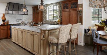 Роскошный дизайн кухни в классическом стиле с уникальным сочетанием материалов