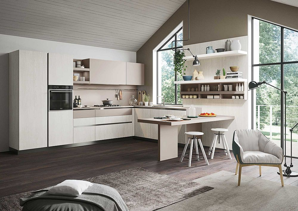 Белые барные стулья в дизайне кухни в светлых тонах
