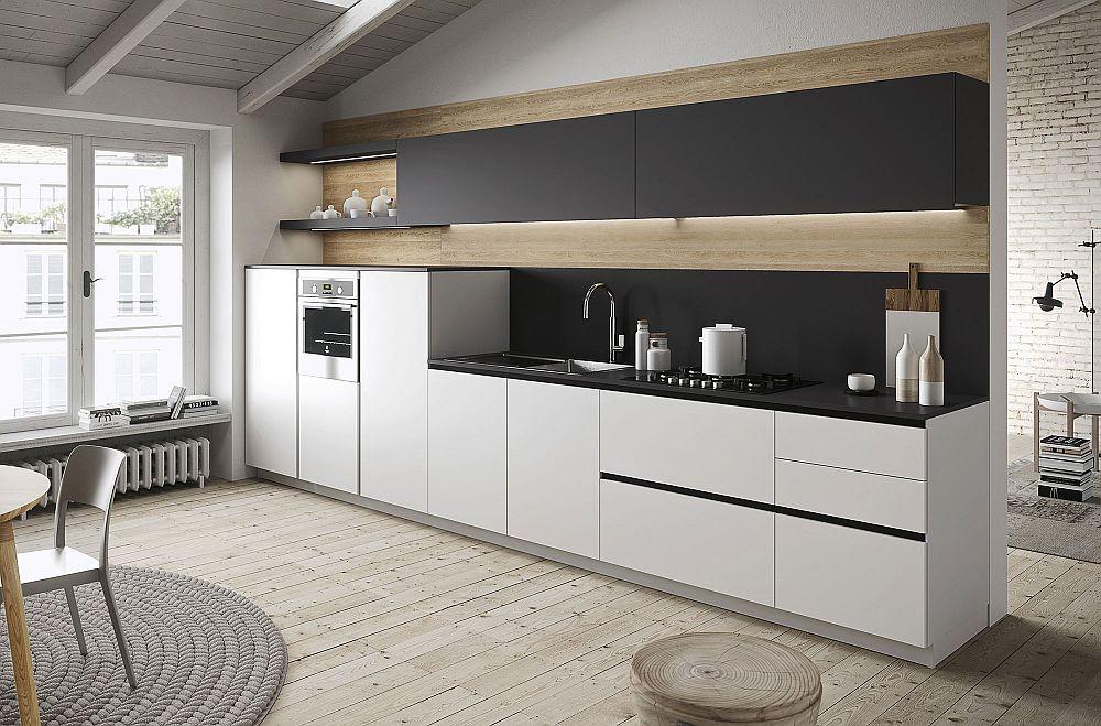 Подвесной чёрный шкафчик в дизайне кухни в светлых тонах