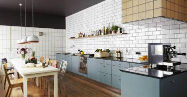 Дизайн кухонного фартука плиткой в белом цвете