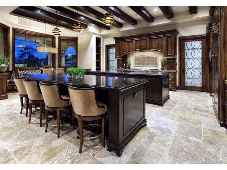 Дизайн кухонного острова в вашем доме - кухня из тёмного дерева
