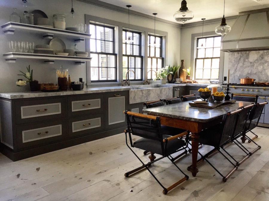 Дизайн кухонного острова в вашем доме - светлый паркет