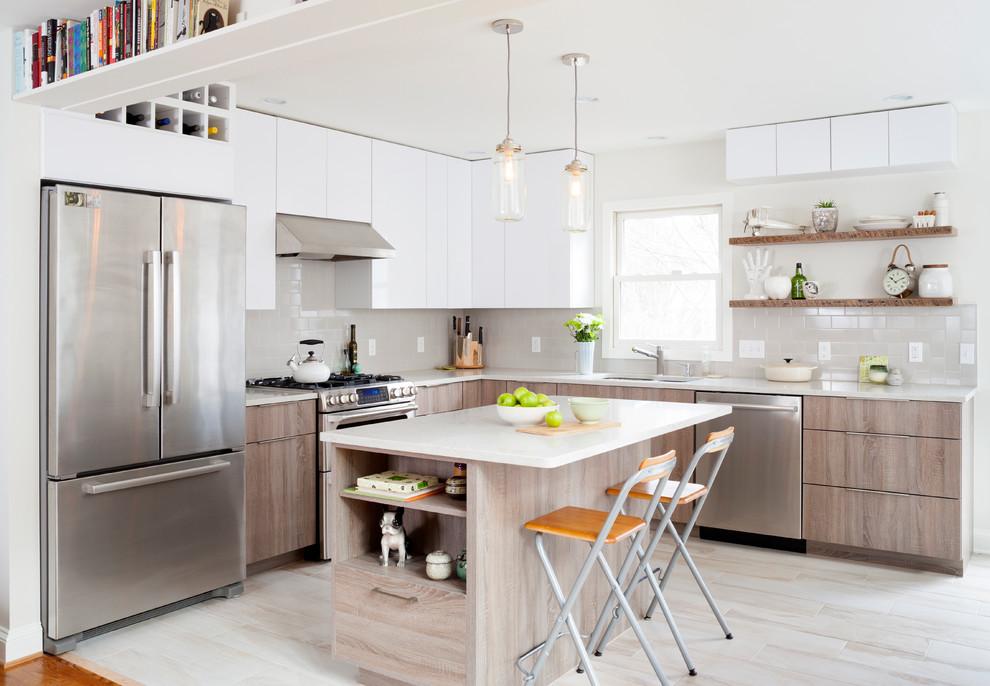 Белые навесные шкафы в дизайне кухонной комнаты