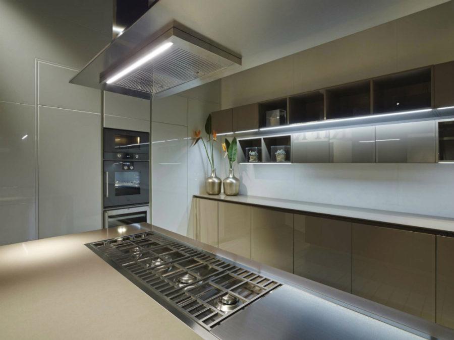 Дизайн кухонной мебели из коллекции FLY Oak Kitchen от RiFRA - кухонное рабочее место
