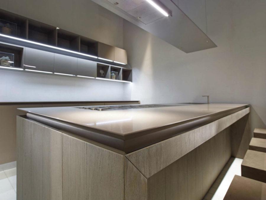 Дизайн кухонной мебели из коллекции FLY Oak Kitchen от RiFRA - столешница крупным планом