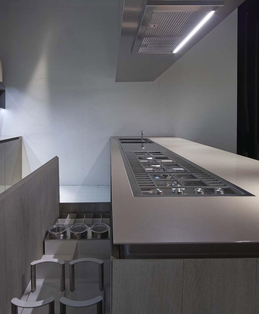 Дизайн кухонной мебели из коллекции FLY Oak Kitchen от RiFRA - выдвижные ящики