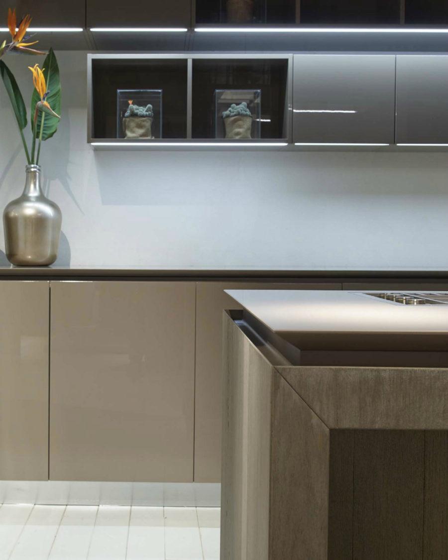 Дизайн кухонной мебели из коллекции FLY Oak Kitchen от RiFRA - цветы в дизайне