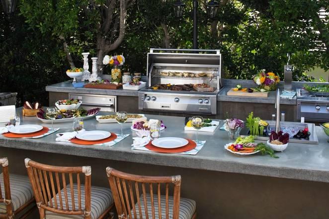 Дизайн летней кухни с обеденной зоной