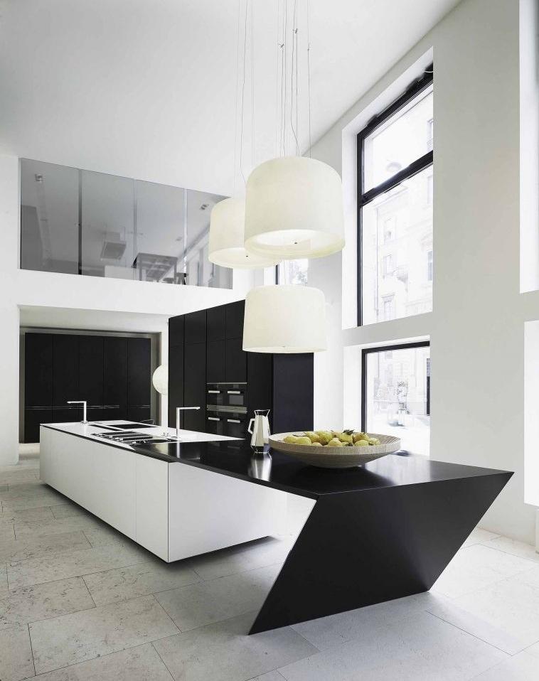 Геометрическая форма кухонного острова в чёрно-белом цвете в интерьере