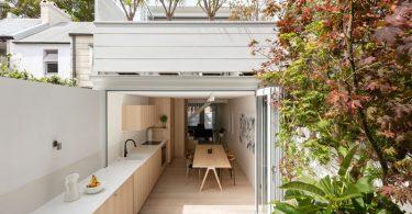 Стильный дизайн открытой кухни большого