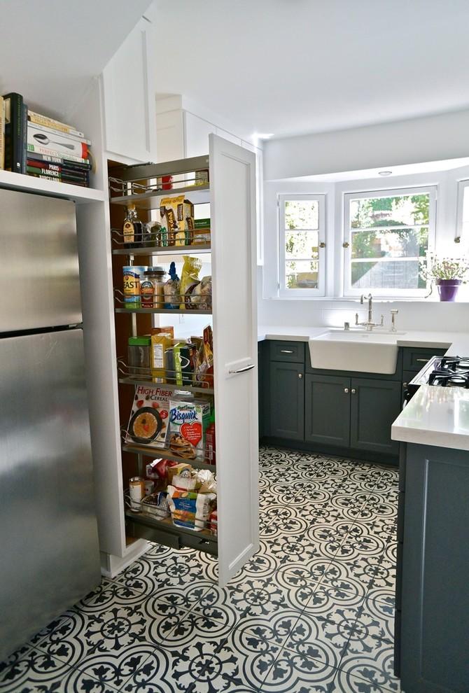 Стильный дизайн рабочей зоны кухни - выдвижной шкаф