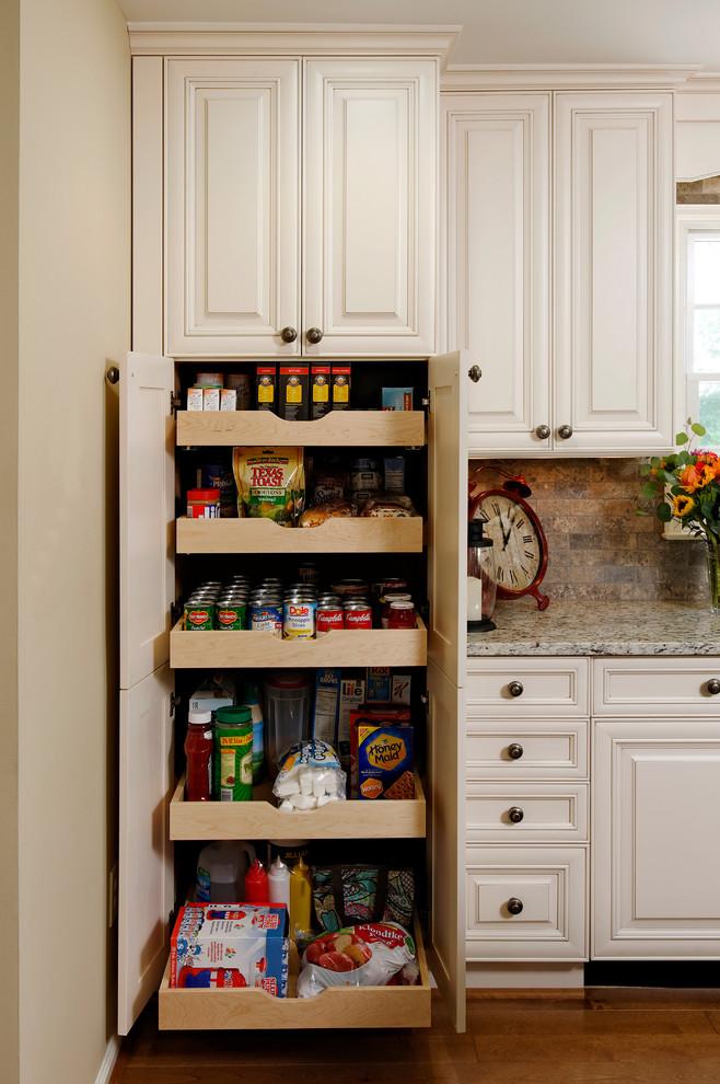 Стильный дизайн рабочей зоны кухни - выдвижные полки