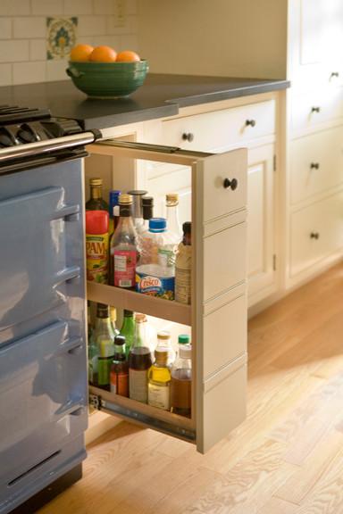 Стильный дизайн рабочей зоны кухни - отсек для масел и соусов