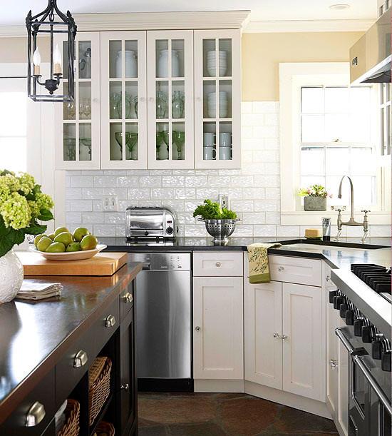 Стильный дизайн рабочей зоны кухни - кухонный остров с раковиной