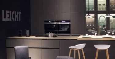 Идея для дизайна серо-белой кухни