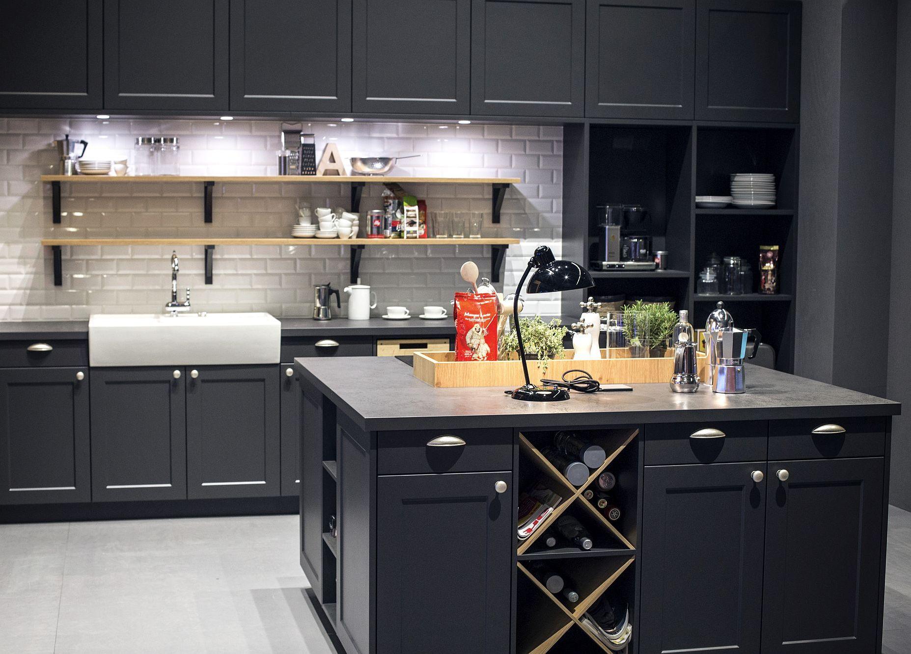 Cовременный дизайн серо-белой кухни, где серый доминирует - фото 1