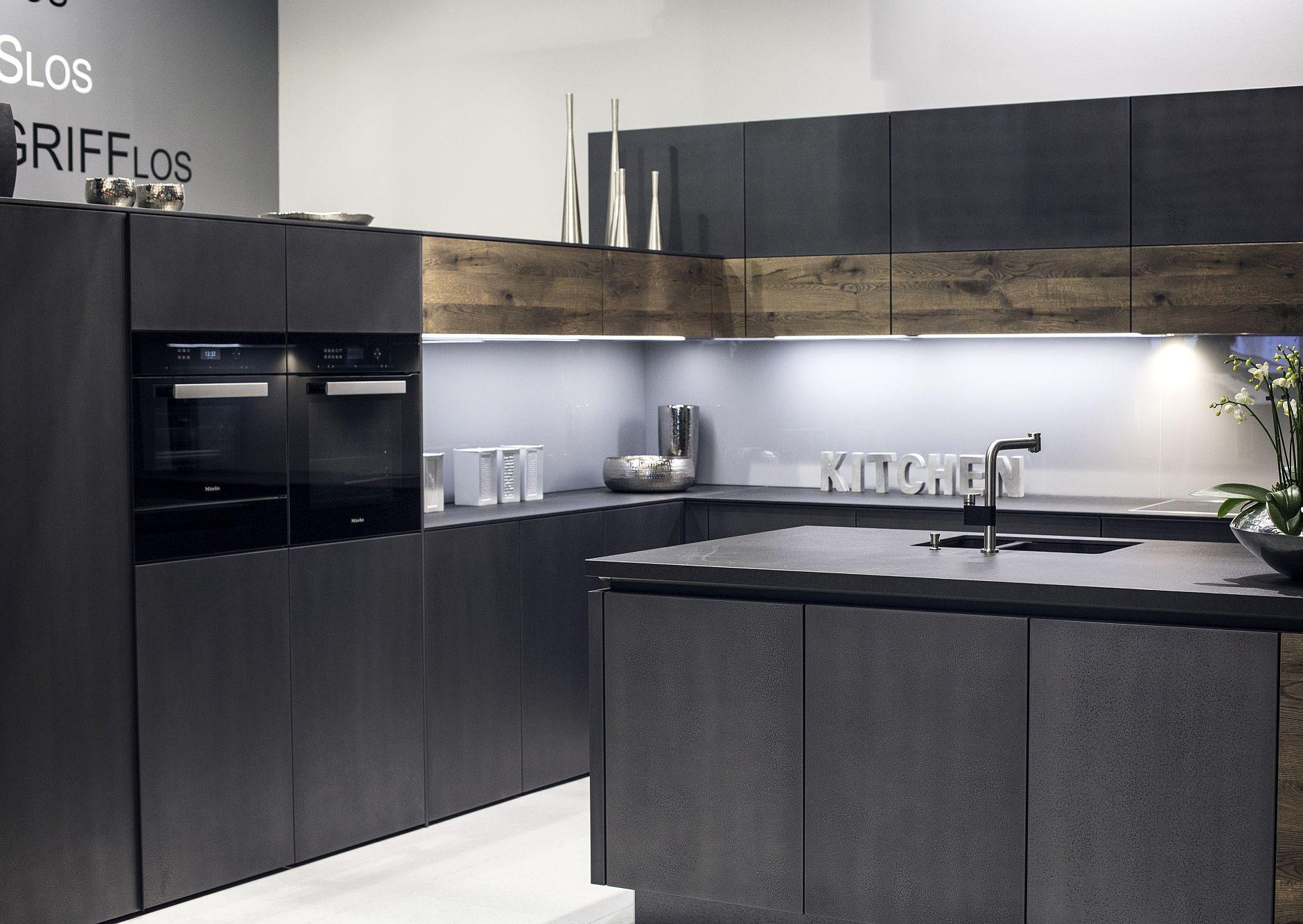 Cовременный дизайн серо-белой кухни, где серый доминирует - фото 4