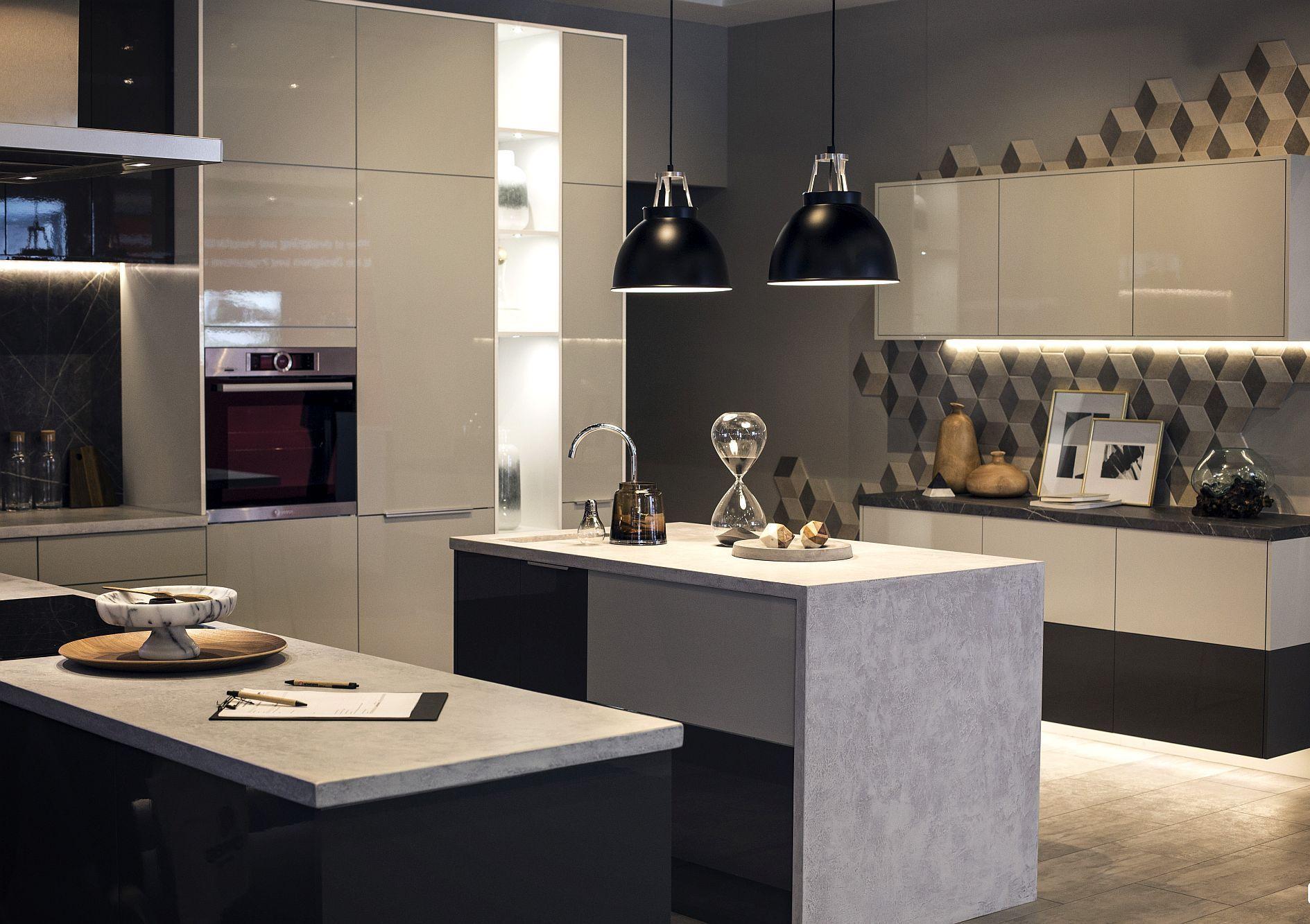 Cовременный дизайн серо-белой кухни с различными текстурами - фото 2
