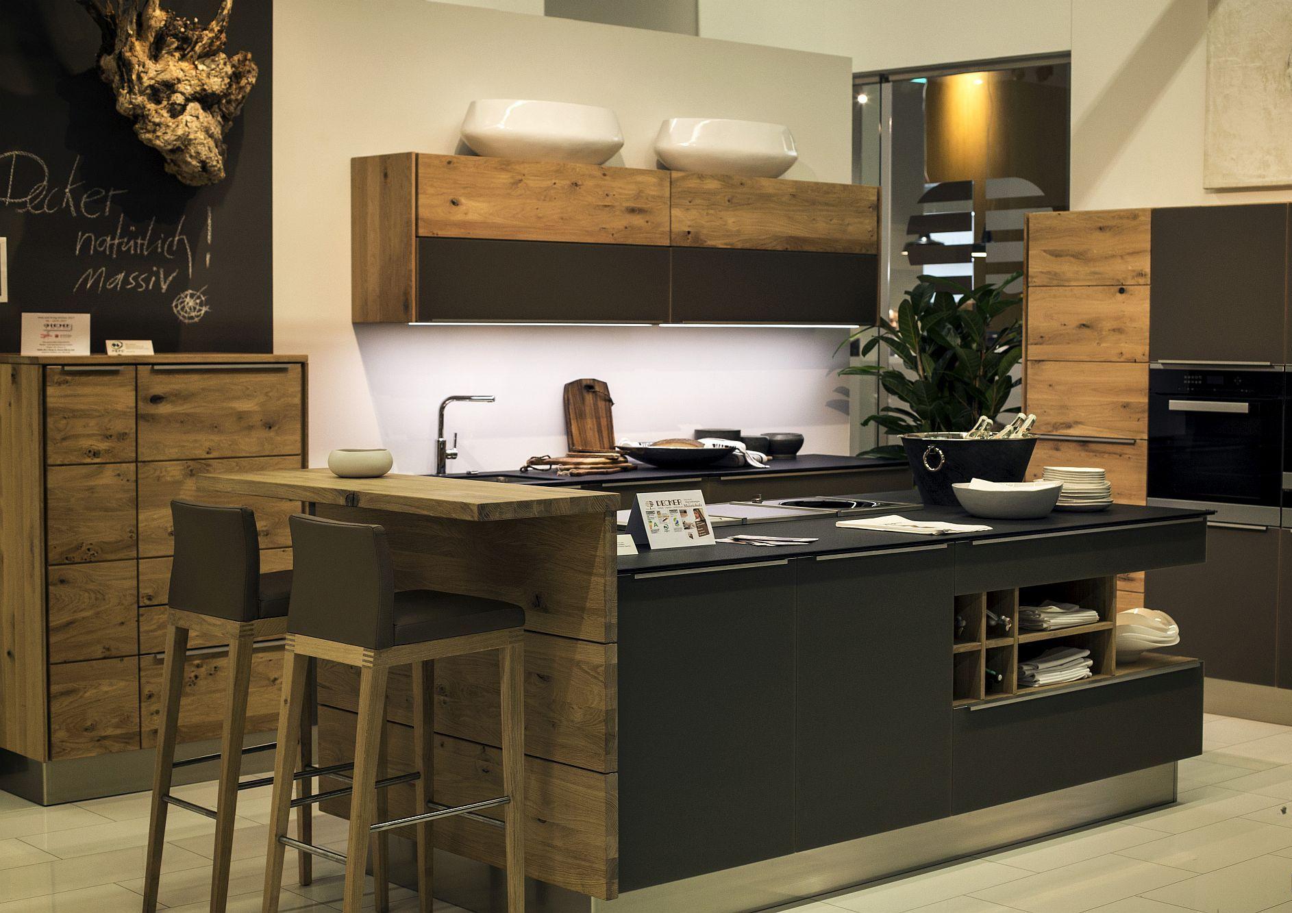 Cовременный дизайн серо-белой кухни с различными текстурами - фото 4