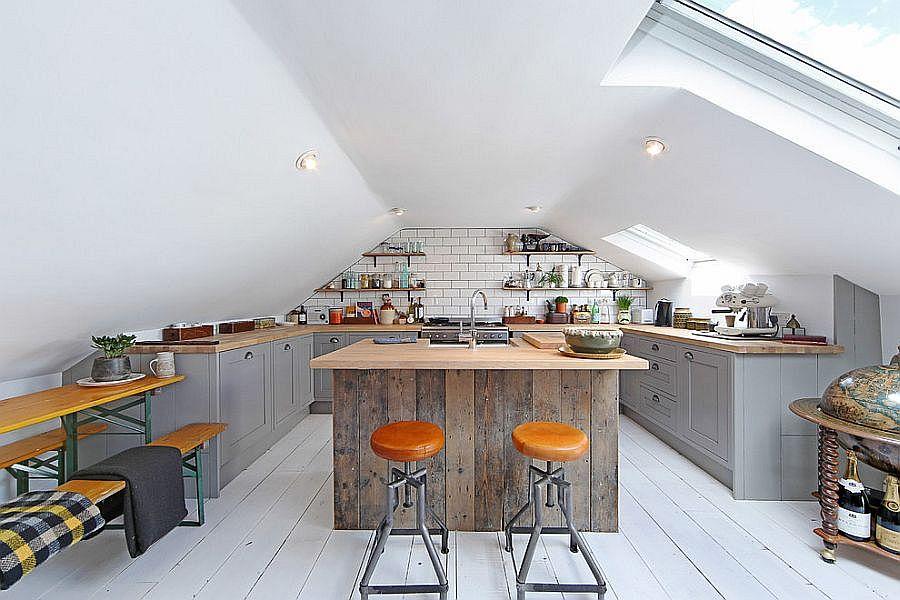 Cовременный дизайн серо-белой кухни, где доминирует белый цвет - фото 1