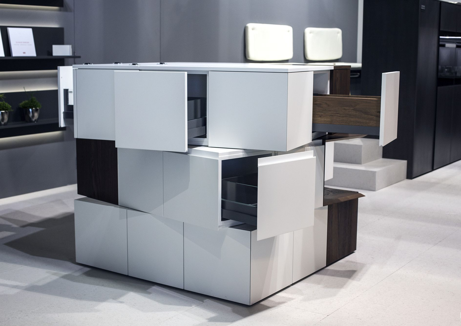 Cтильный дизайн серо-белой кухни - фото 4