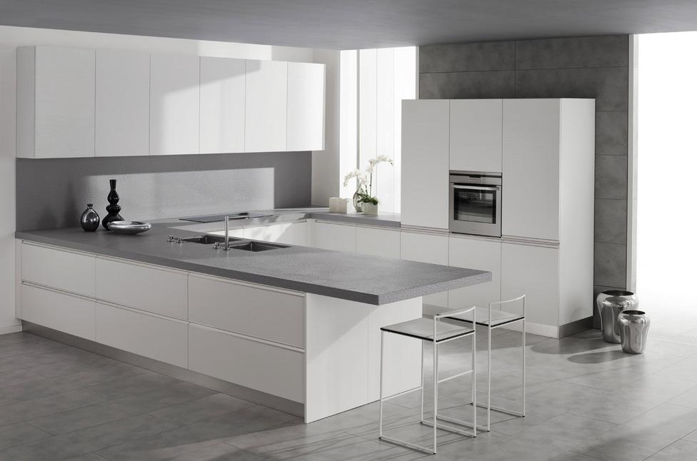 Белый гарнитур в стиле минимализм в интерьере кухни