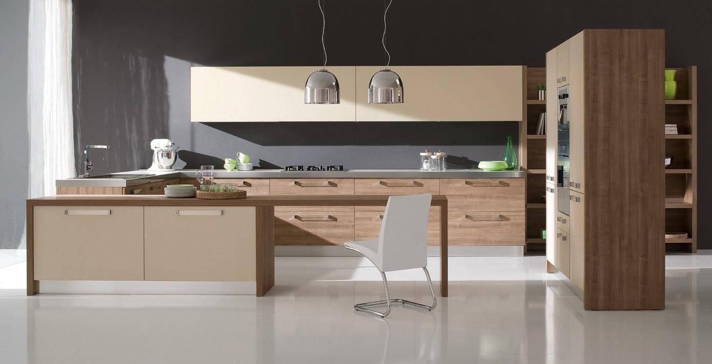 Оригинальные люстры с металлическими абажурами в интерьере кухни