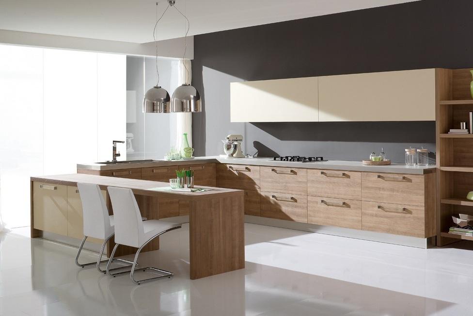 Необычный дизайн белых стульев с металлическими ножками в интерьере кухни