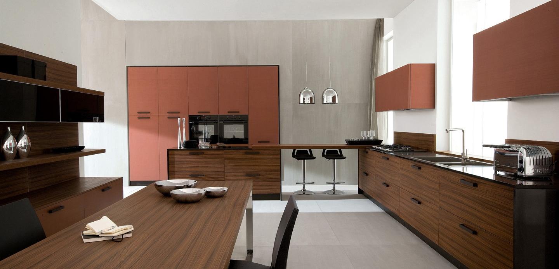 Тёмный кухонный стол из дерева в интерьере кухни