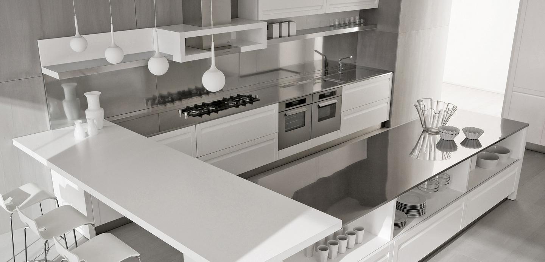 Оригинальный дизайн белых потолочных светильников в интерьере кухни