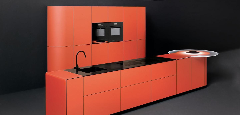 Дизайн ярко-красного гарнитура от GeD CUCINE с оригинальной светящейся полкой - Фото 1