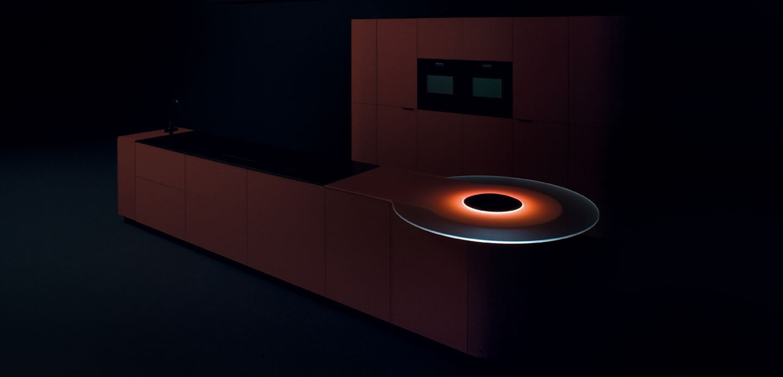 Дизайн ярко-красного гарнитура от GeD CUCINE с оригинальной светящейся полкой - Фото 2