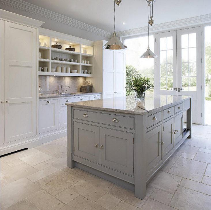 Дизайн столешницы в светлой кухни - фото 2