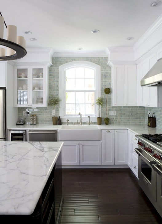 Дизайн столешницы в светлой кухни - фото 3