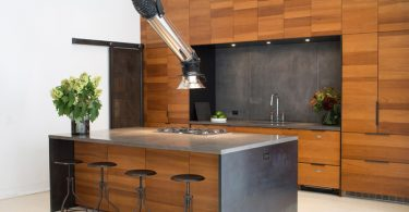 Две оригинальные вытяжки для интерьера современной кухни